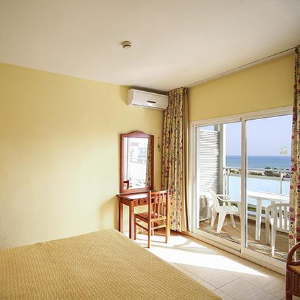 Double room with sea view at Hotel Tres Anclas