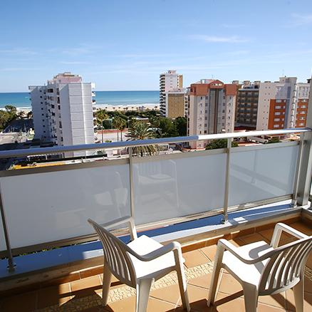 Apartment with sea views in Gandia. Hotel Tres Anclas