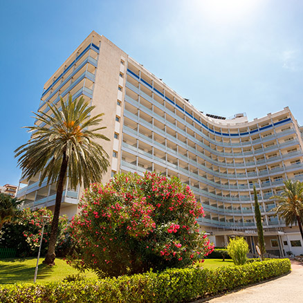 Exterior of Hotel Tres Anclas in Gandia beach